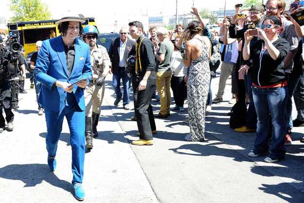 Jack White delivers the first batch of the Worlds Fastest records to fans. Credit: Steven S. Harman